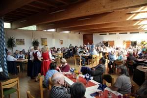 """""""Oktoberfest"""" der Senioren im Pfarrsaal"""