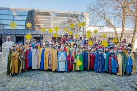 Sternsingergruppen der Pfarrei Zu den Heiligen Engeln